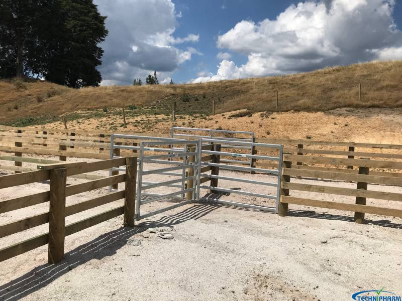 Detailed photo of gates 1.6m high
